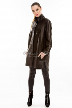 Длинная кожаная куртка на заклепках